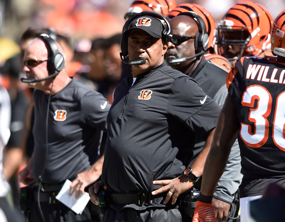 . Cincinnati Bengals head coach Marvin Lewis watches in the first half of an NFL football game against the Cleveland Browns, Sunday, Oct. 1, 2017, in Cleveland. (AP Photo/David Richard)
