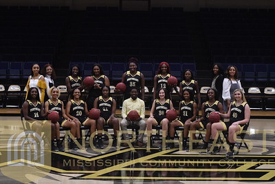 2019-11-04 WBB Women's Team Photo - Relaxed