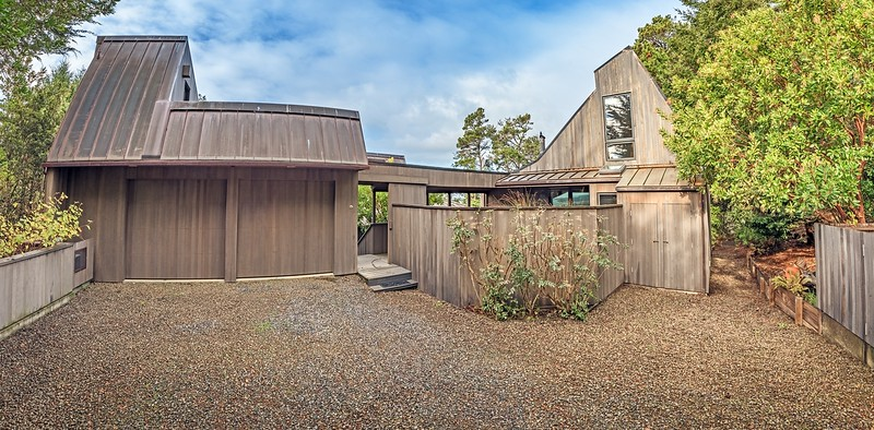 Panoramic of Front Driveway