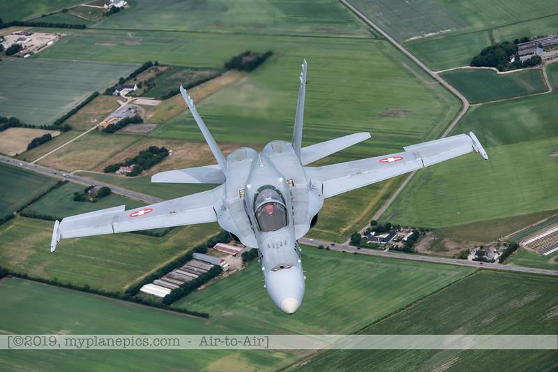 F20180609a112640_2161-F-18A Hornet-J-5020-Suisse-Demo-a2a-Aalborg,Danemark.JPG