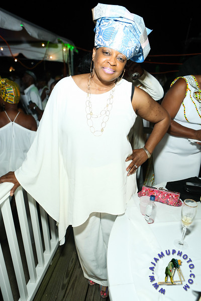 MAXINE GREAVES PURE WHITE ONTHE BAY A TOUCH OF AFRICA-180.jpg