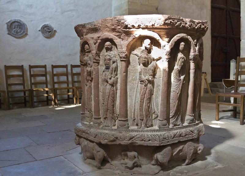 Merseburg, Dom, Vorhalle, Taufstein (um 1180)