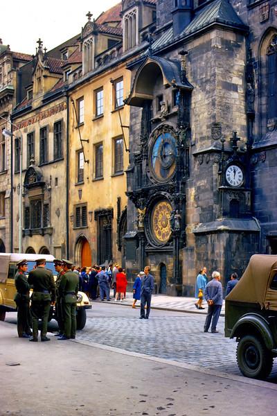 700823 Russian Solders at Clock in Praha 13-30.jpg