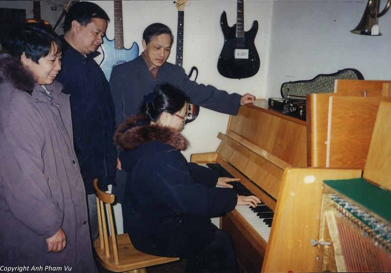 Co Lan Huong Visit 90s 20.jpg