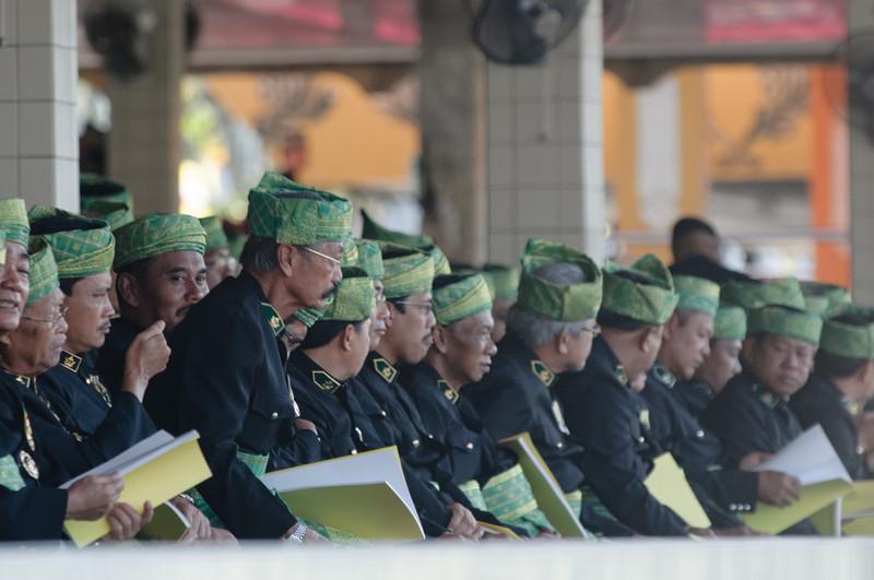 Einige der Ehrengäste auf der Tribüne.