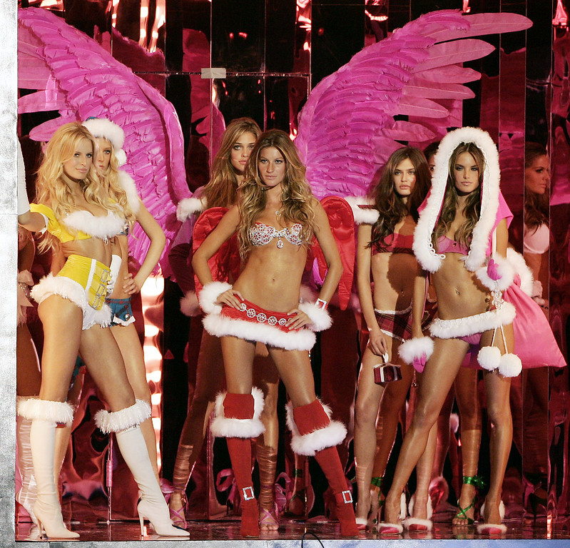 . Gisele Bundchen, center, and other models pose in fur trimmed outfits at the start of the Victoria\'s Secret Fashion show, Wednesday, Nov. 9, 2005, in New York. The show is being broadcast Tuesday, Dec. 6, 2005, on CBS.   (AP Photo/Jeff Christensen)