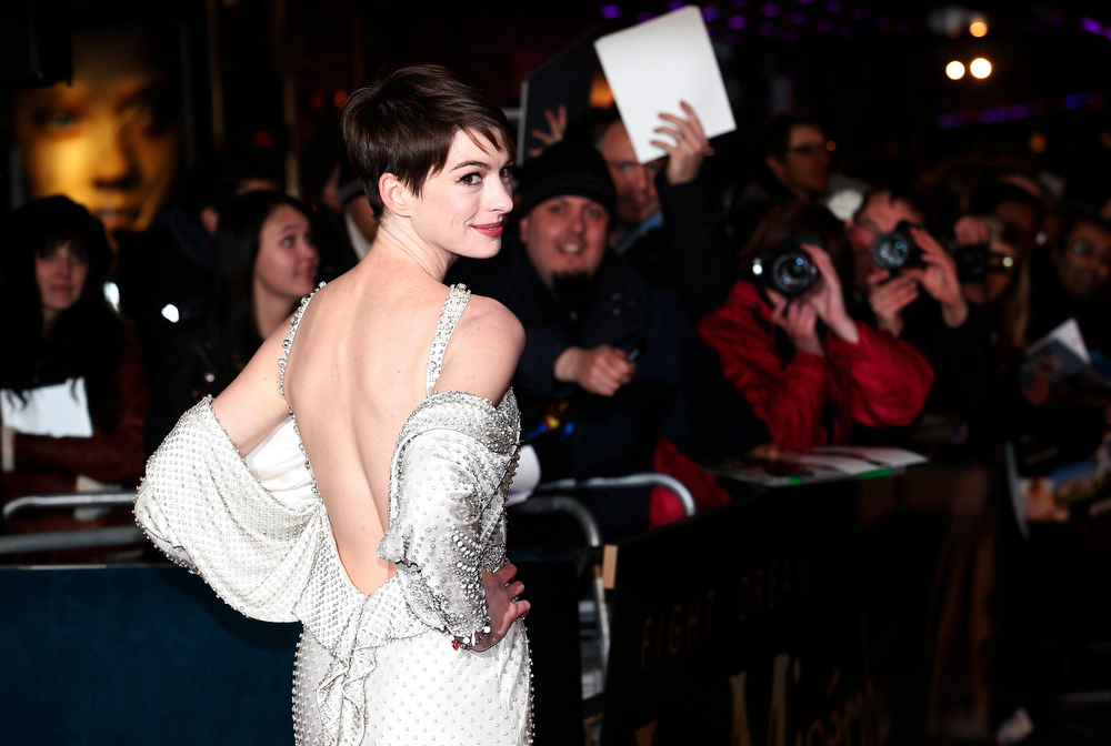 ". Actor Anne Hathaway arrives for the world premiere of ""Les Miserables\"" in London December 5, 2012. REUTERS/Suzanne Plunkett"