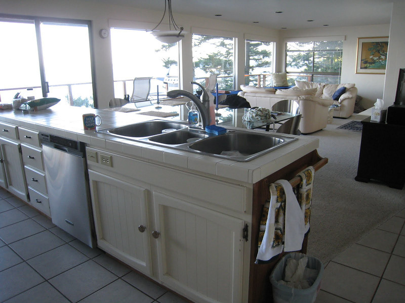 Robinson Cove house on San Juan Island - great kitchen and living area!