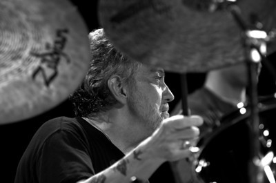 Steve Gadd  2006  www.drstevegadd.com www.drummerworld.com/drummers/Steve_Gadd.html