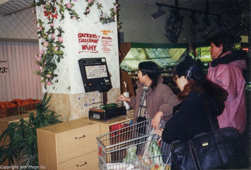 Co Lan Huong Visit 90s 28.jpg