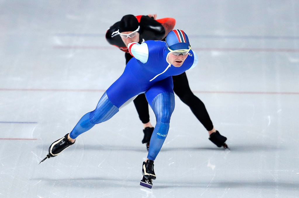 . Bronze medallist Norway\'s Sverre Lunde Pedersen, front and silver medallist Ted-Jan Bloemen of Canada compete during the men\'s 5,000 meters race at the Gangneung Oval at the 2018 Winter Olympics in Gangneung, South Korea, Sunday, Feb. 11, 2018. (AP Photo/John Locher)