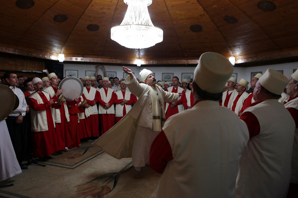 . Sheh Ruzhdi, sheikh of the Albanian Dervish community, leads the community\'s members in a ritual to celebrate Newroz Day in the town of Djakovica, 90 km (56 miles) west of the Kosovo capital Pristina, March 21, 2013. Newroz Day marks the first day of spring and the birth of one of the most revered figures in Shi\'ite Islam, Ali. Picture taken March 21, 2013. REUTERS/Hazir Reka (KOSOVO - Tags: SOCIETY RELIGION)