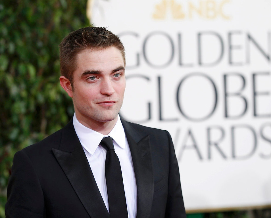 . Actor Robert Pattinson arrives at the 70th annual Golden Globe Awards in Beverly Hills, California, January 13, 2013.  REUTERS/Mario Anzuoni