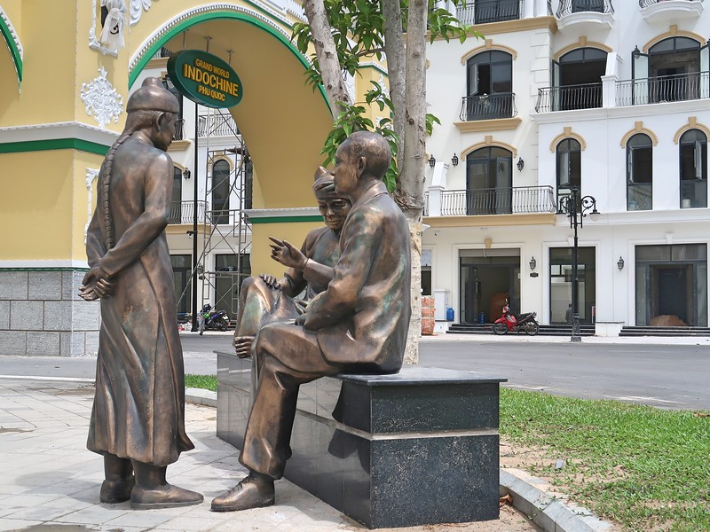 IMG_9535-indochine-merchants-statue.jpg