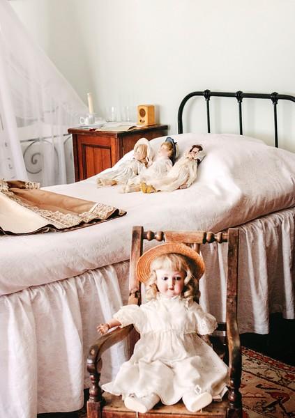 099three-dolls-lying-on-bed-2146070.jpg