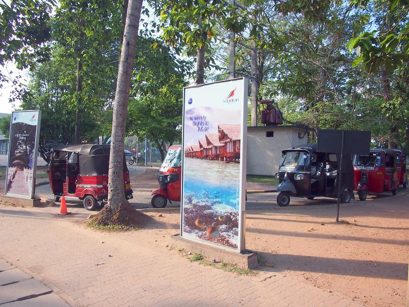 P2259362-tuk-tuk-station.JPG