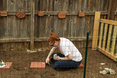2011-5-1 Jen Gardening