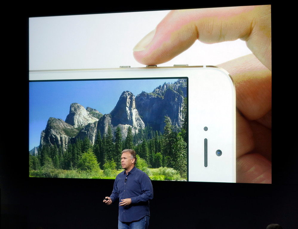 . Phil Schiller, Apple\'s senior vice president of worldwide product marketing, speaks on stage about the camera quality during the introduction of the new iPhone 5s in Cupertino, Calif., Tuesday, Sept. 10, 2013.  (AP Photo/Marcio Jose Sanchez)