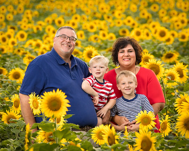 2020 Pritchett Family in Sunflowers