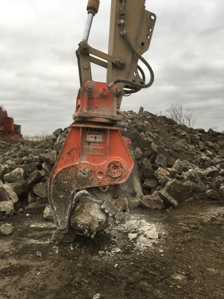 NPK U21JR concrete pulverizer on Cat excavator (8).JPG