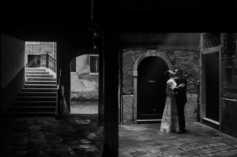 Tu-Nguyen-Destination-Wedding-Photographer-Elopement-Venice-Italy-Europe-w41.jpg