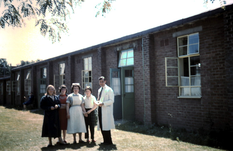1959-5-29 (23) Glenys, Pat, Pat Simpson, Maryalea & Dr Rae @ Roehampton Hospital.JPG
