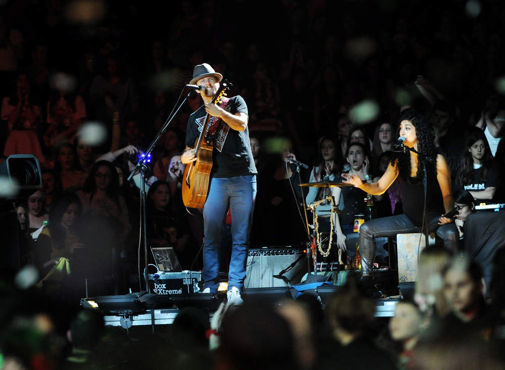 . Musician Jason Mraz performs at Z100\'s Jingle Ball 2012 presented by Aeropostale at Madison Square Garden on Friday Dec. 7, 2012 in New York. (Photo by Evan Agostini/Invision/AP)