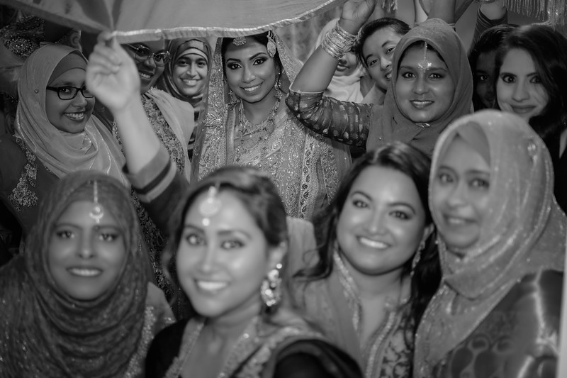 Miah under saris V B&W.jpg