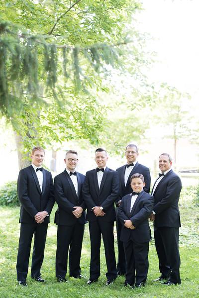 classy-groomsmen (11 of 29).jpg