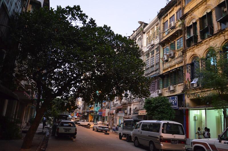 DSC_5127-kon-zay-dan-street-at-dusk.JPG