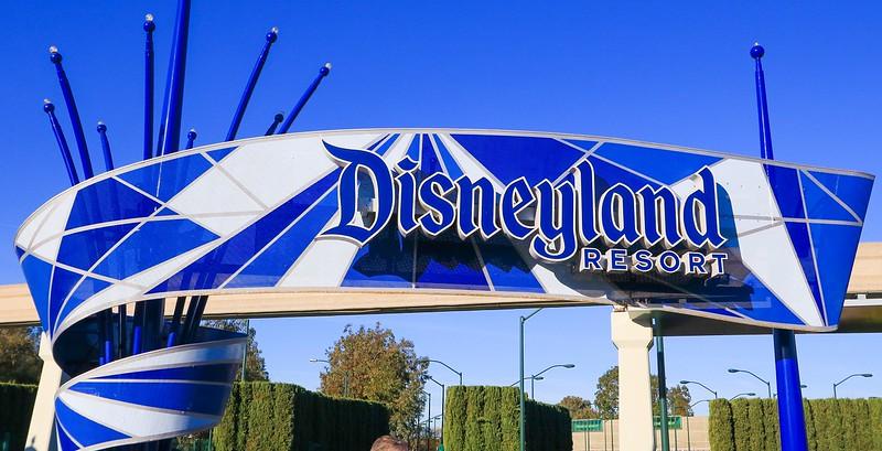 0Disney Calif. 2017, 449A Disneyland sign at entrance -.jpg