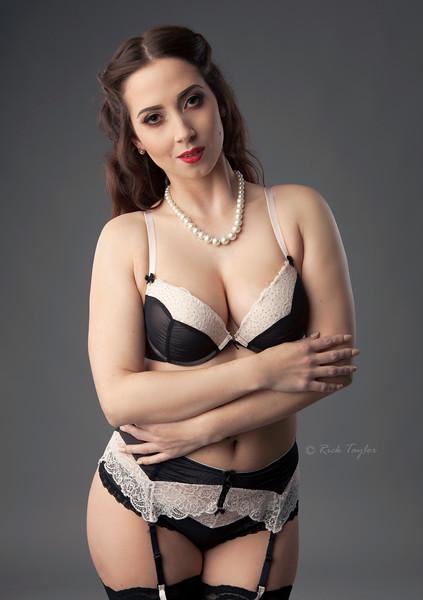 Miss Burlesque Showgirl 2016- Bonnie Boux