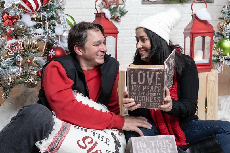 12.21.19 - Marceli's Christmas Photo Session 2019 - -38.jpg