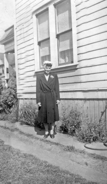 Laura Nelson Schloredt Portland OR 1944.jpg