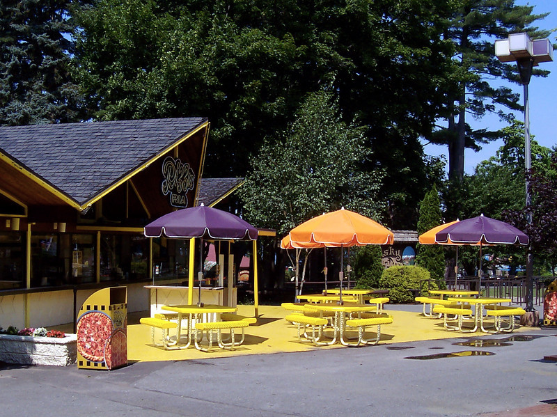 Pizza Ria's tables had umbrellas in different colors, to mute the glaring yellow.