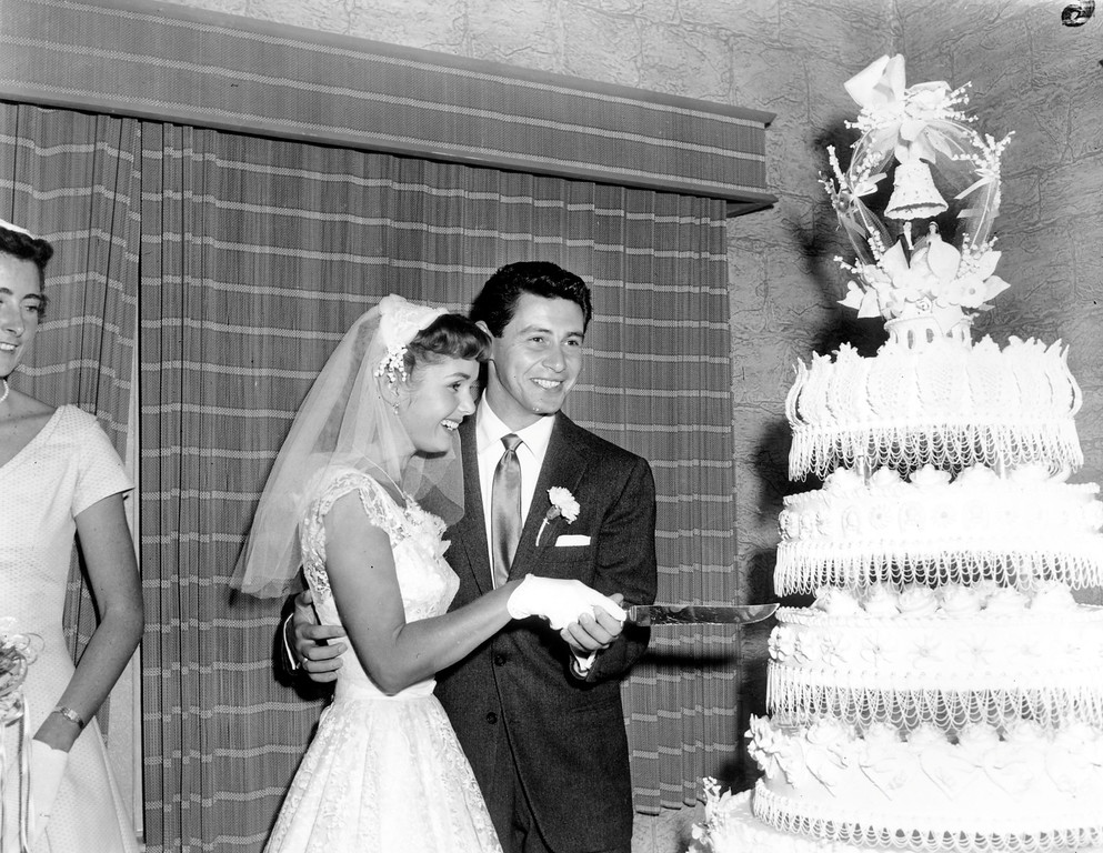 . Newlyweds Debbie Reynolds and Eddie Fisher cut their wedding cake in Grossinger, N.Y., on Sept. 26, 1955.  (AP Photo/Marty Lederhandler)