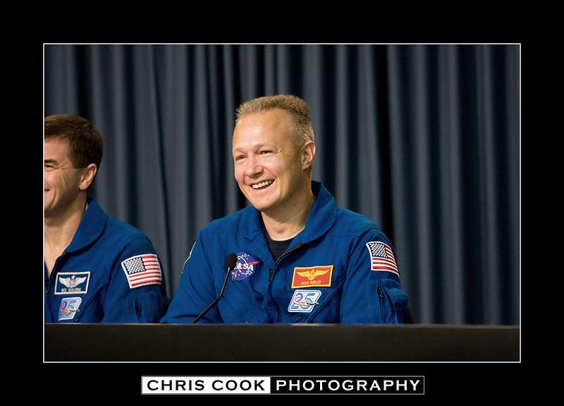 STS-135-landing-37.jpg