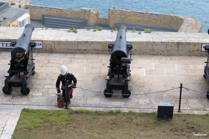 Preparing for the noon firing.   Valletta, Malta.    03/23/2019