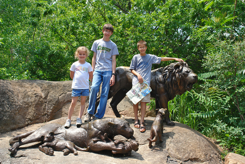 Kids pose at the lion sculpture