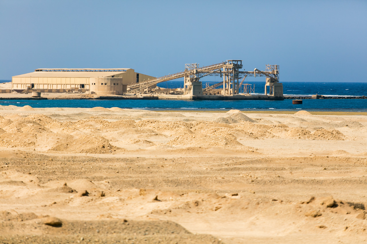 Egipt; Krajobraz; PrzezOknoAutobusu; Safari; pustynia; industrialnie w Egipcie