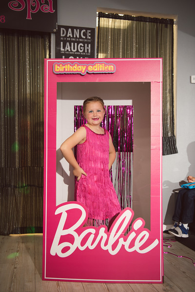 2020-0104-delaney-barbie-party-39.jpg