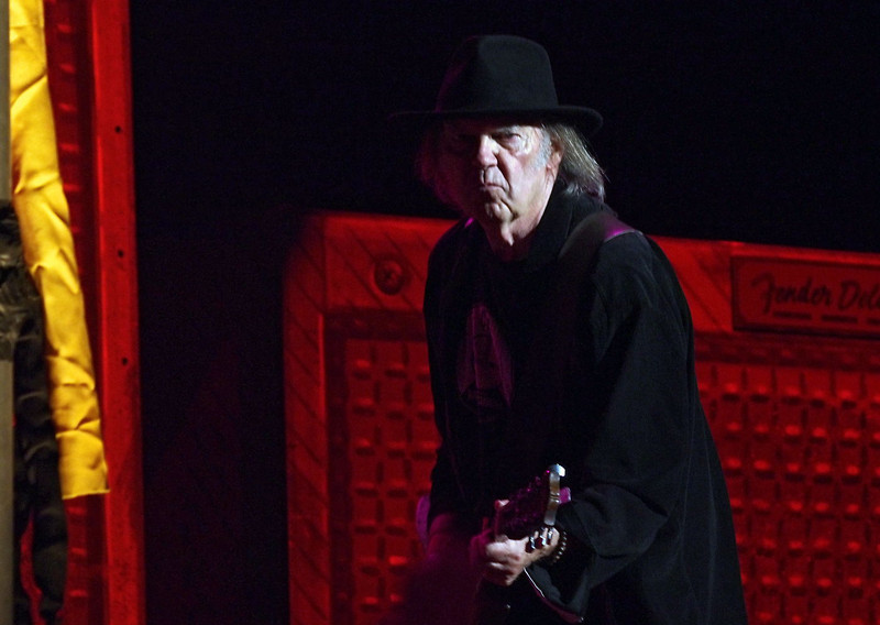 Neil Young & Crazy Horse 05-06-13 (27).jpg