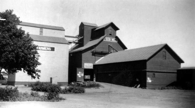 ARE011.  Arthur Farmers Elevator – ca 1940‡.jpg