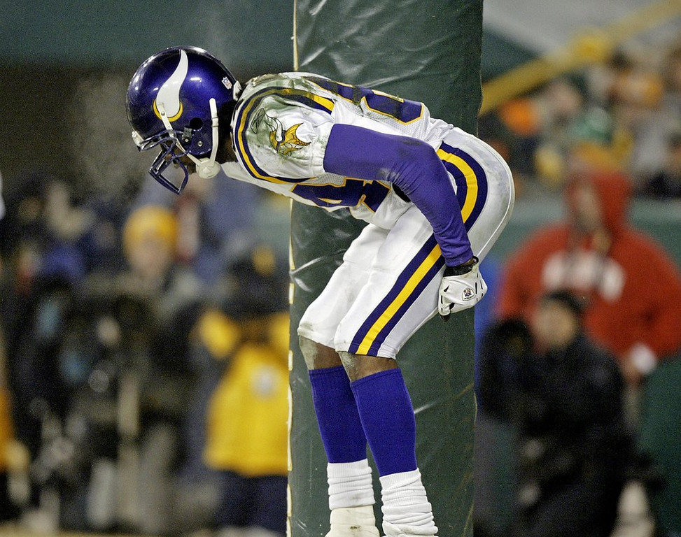 """. <p>6. RANDY MOSS <p>Says the Vikings disrespected him, and no one knows more about disrespect than ol� No. 84. (unranked) <p><b><a href=\'http://profootballtalk.nbcsports.com/2013/09/08/moss-vikings-giving-cordarrelle-patterson-no-84-is-disrespectful/\' target=\""""_blank\""""> HUH?</a></b> <p>    (AP Photo/Morry Gash)"""