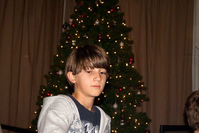 09 - Dec - 11 - Jr High 6th Grade All-Nighter-3826