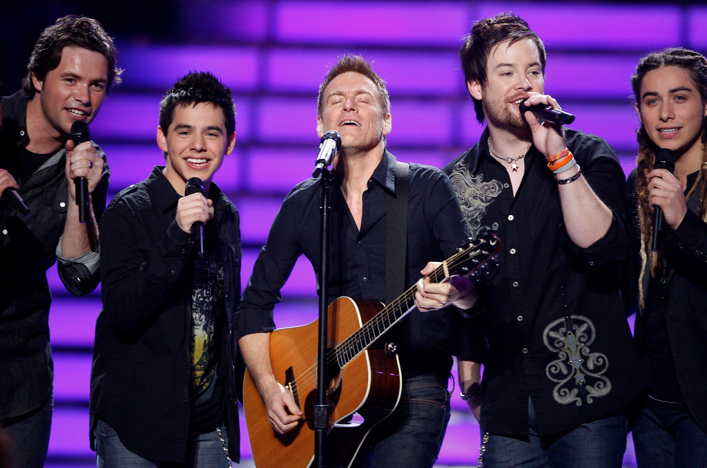 . From left, Michael Johns, David Archuleta, Bryan Adams, David Cook, and Jason Castro perform at the season finale of American Idol on Wednesday May 21, 2008, in Los Angeles. (Mark Mainz/AP Images for Fox)
