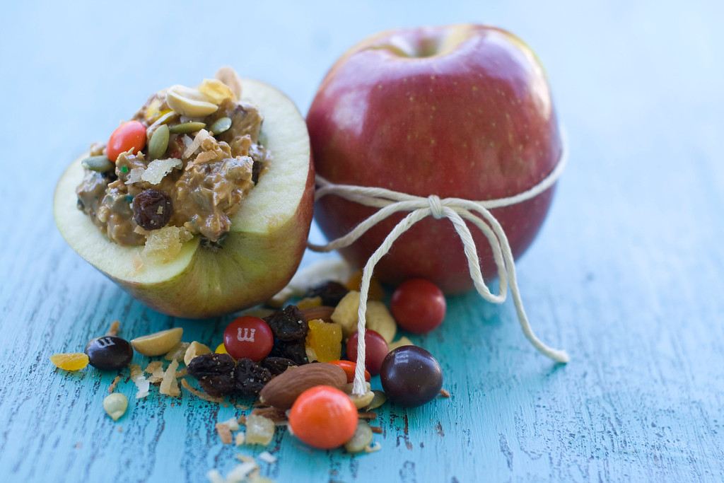 ". A gorp-stuffed apple. <a href=""http://www.masslive.com/living/index.ssf/2012/07/turning_lunch_box_drudgery_into_a_pleasant_picnic.html\"">Get the receipe</a>. (AP Photo/Matthew Mead)"