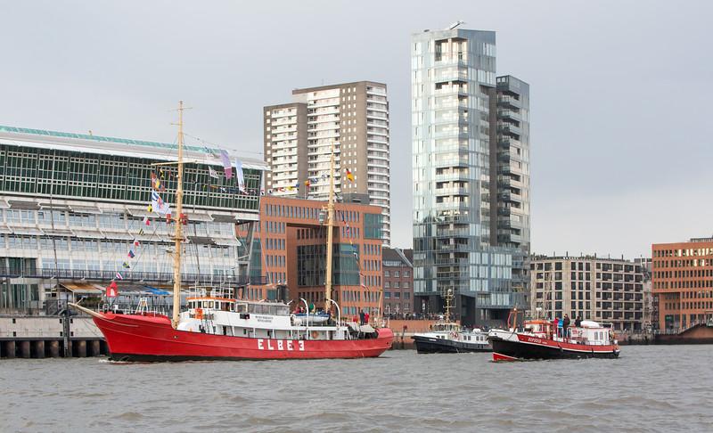 Feuerschiff Elbe 3 und Löschboot Repsold in Hamburg