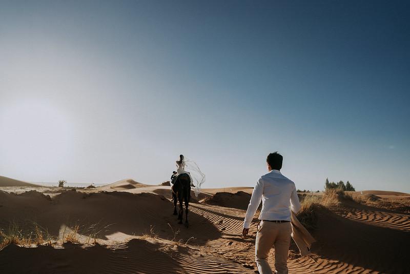 Tu-Nguyen-Destination-Wedding-Photographer-Morocco-Videographer-Sahara-Elopement-522.jpg