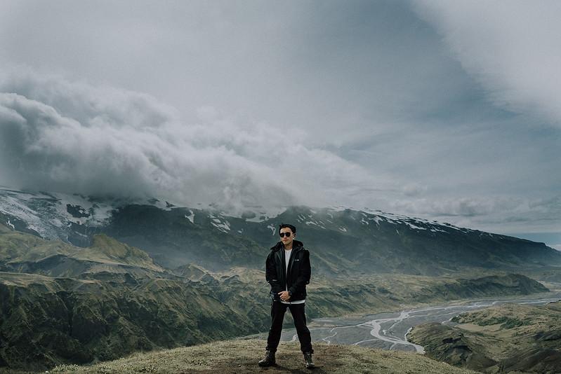 Tu-Nguyen-Destination-Wedding-Photographer-Iceland-Elopement-Fjaðrárgljúfur-16-229.jpg